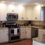 kitchen-pebble-counter-stove