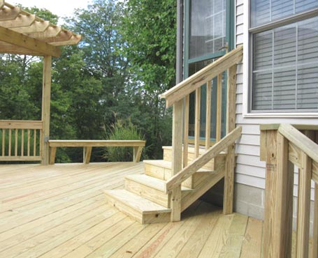 deck with fan entrance