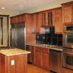 kitchen-black-backsplash